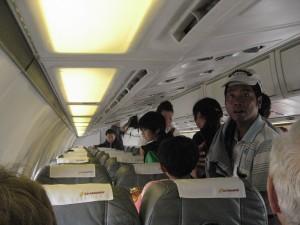 一時的に運休したエアマンダレーの機内(2013年撮影)
