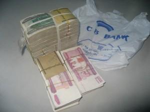 CB BANKからミャンマー通貨300万チャットを下ろした