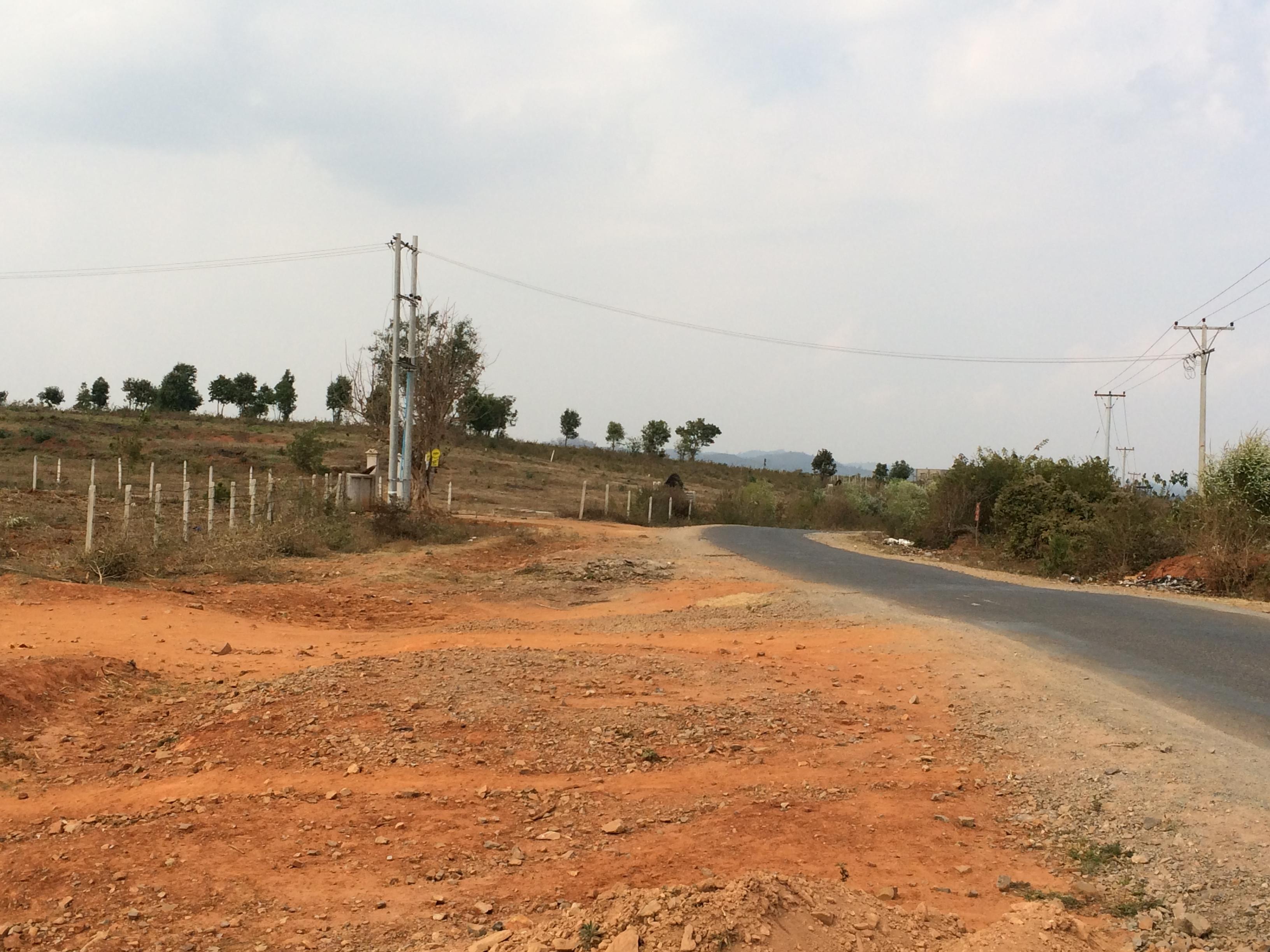 Pyin Oo Lwin-Mongok Rdの道端
