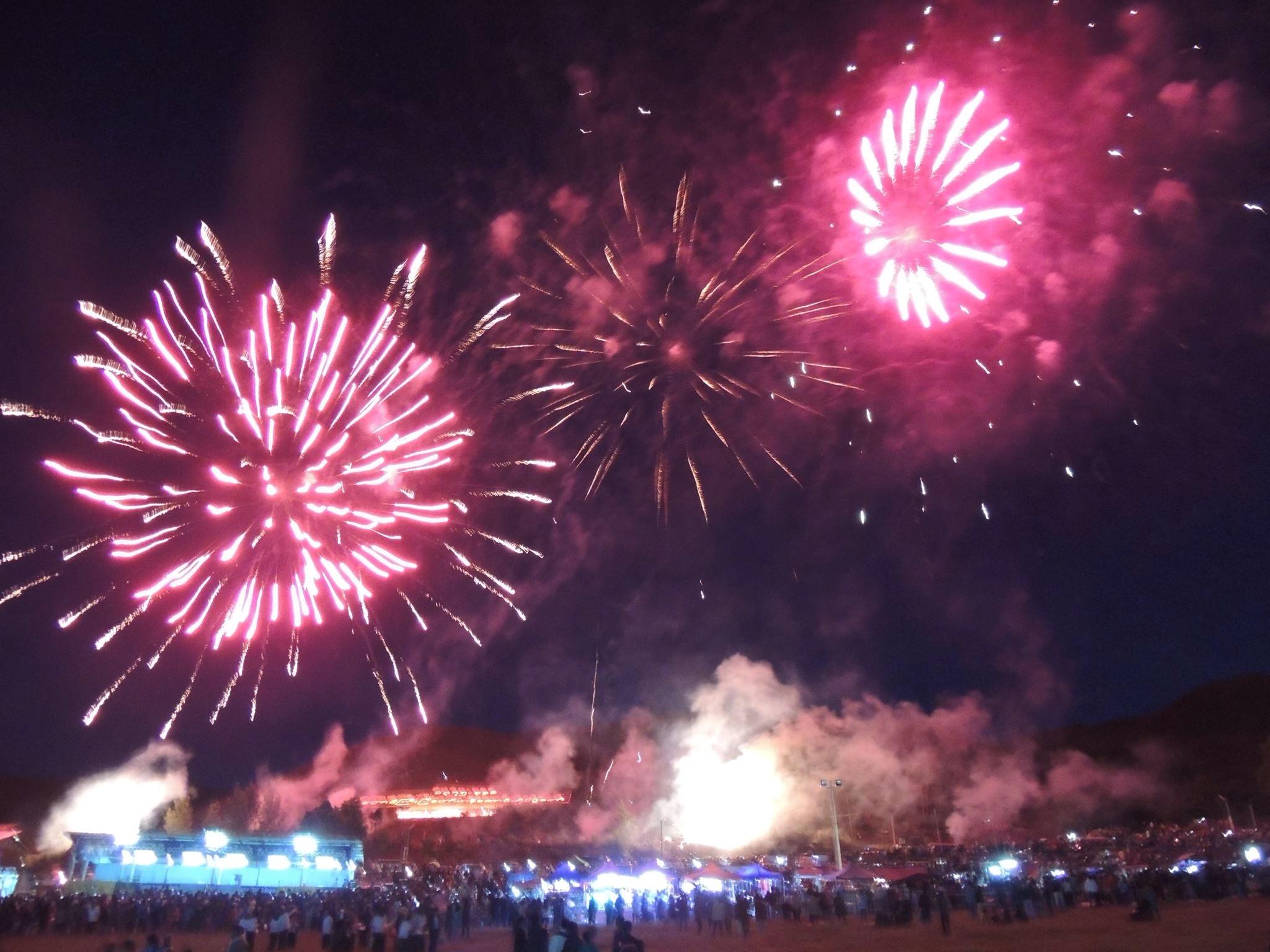 タウンジー市の気球祭りの花火
