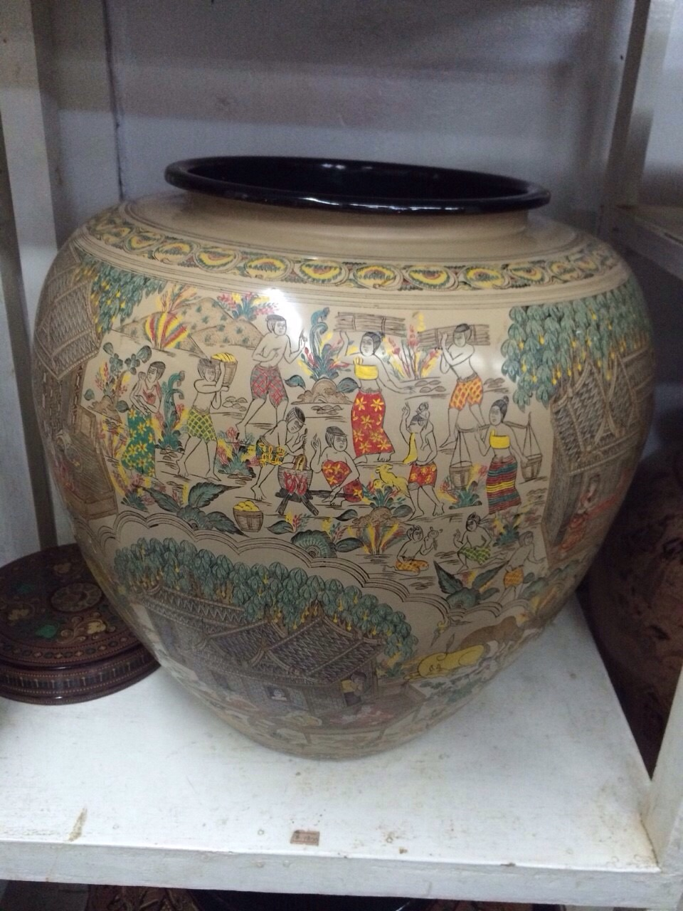 完成したバガン塗りの壺