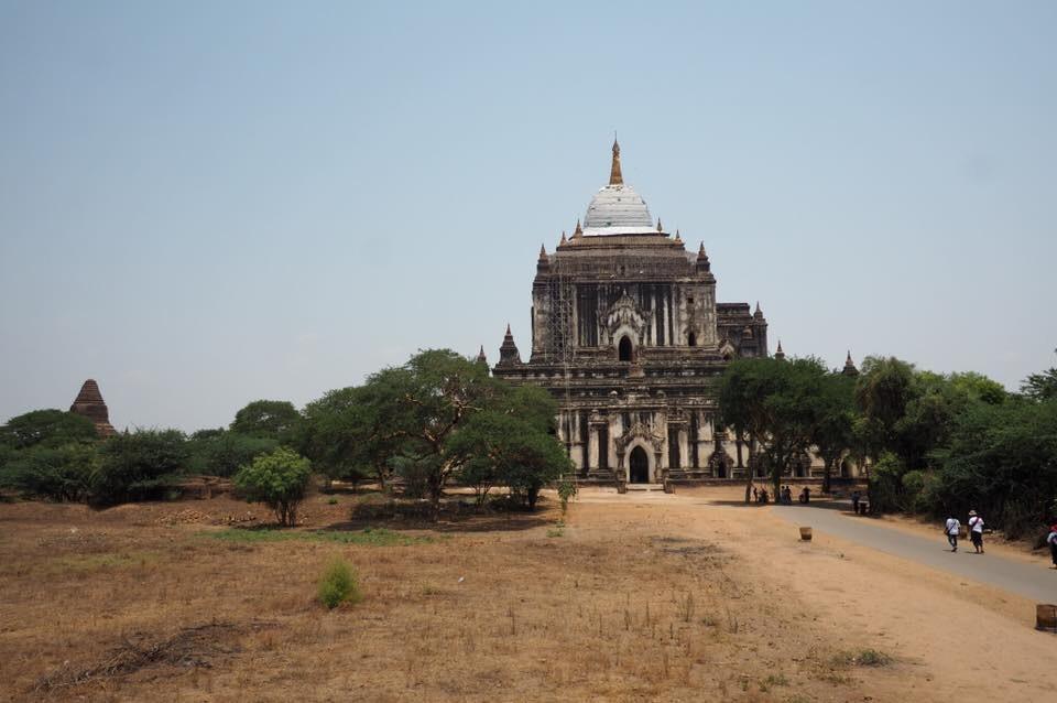 バガンのタビィニュ寺院
