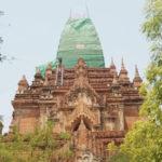 バガンの修理中の仏塔-Up