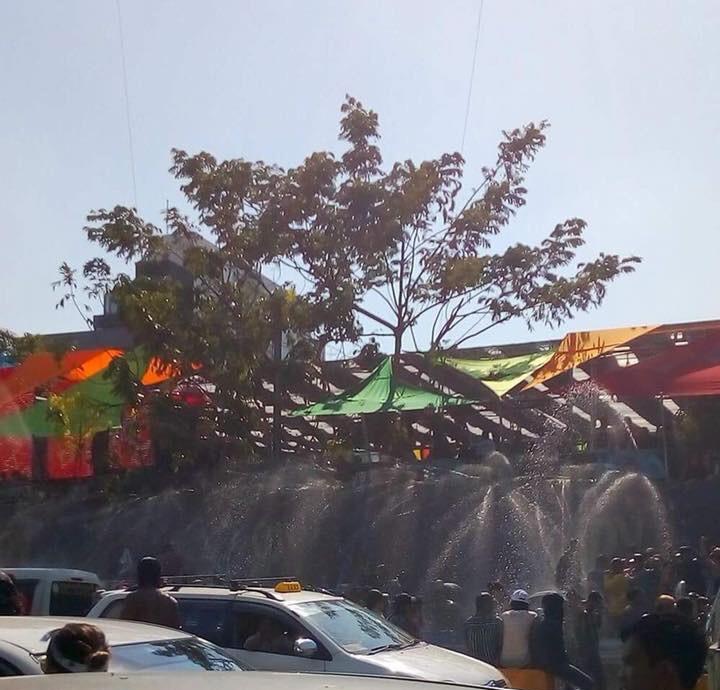 ヤンゴンの水かけ祭りの様子